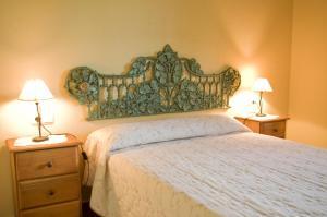 Säng eller sängar i ett rum på Rural Montes Málaga: Lagar Don Sancho