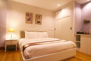 Un ou plusieurs lits dans un hébergement de l'établissement At Residence Suvarnabhumi Hotel