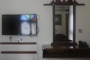 A television and/or entertainment center at Al-Minar Hotel