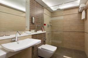 A bathroom at Ramada Chennai Egmore