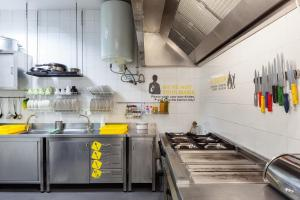 A kitchen or kitchenette at Yes Lisbon Hostel