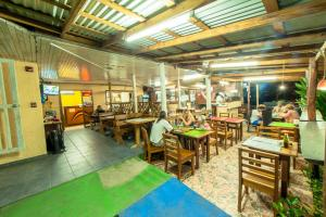 A restaurant or other place to eat at Hotel Posada Los Delfines