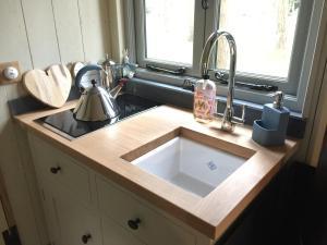 A kitchen or kitchenette at Chez Marguerite Luxury Shepherd's Hut