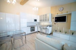 Кухня или мини-кухня в Первоуральк Отель Diana