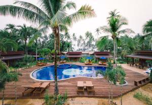 Der Swimmingpool an oder in der Nähe von Seafar Resort