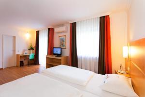 Ein Bett oder Betten in einem Zimmer der Unterkunft ibis Saarbrücken City