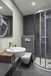 A bathroom at The Muse Amsterdam - Boutique Hotel