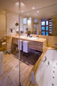 A bathroom at Hotel Meliá Bilbao
