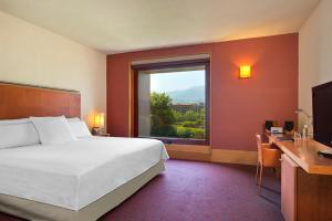 Cama o camas de una habitación en Hotel Meliá Bilbao