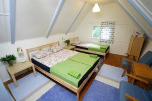 A bed or beds in a room at Harangvirág 36 Faház