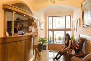 The lobby or reception area at Hotel Askania
