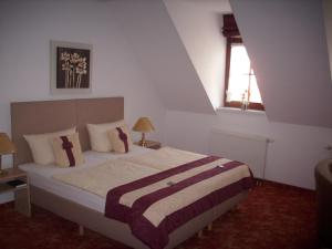 "A bed or beds in a room at Altstadthotel ""Garni"" Grimma"