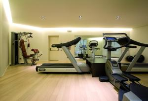 The fitness center and/or fitness facilities at Hotel Ovest