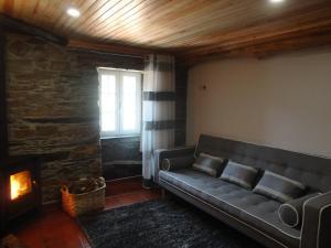 Uma área de estar em Abrigo do Outeiro-Serra Da Estrela