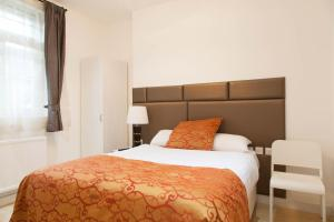 A bed or beds in a room at Welcome Inn Victoria