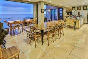 A restaurant or other place to eat at Zimbali View Eco Guesthouse