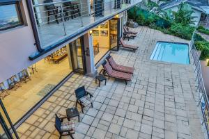 A view of the pool at Zimbali View Eco Guesthouse or nearby