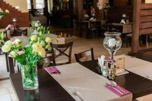 A restaurant or other place to eat at Hotel Podzamcze
