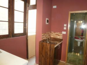 A bathroom at Studios 23