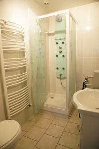 A bathroom at Gite Escale en Ville