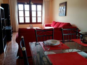 Un restaurante o sitio para comer en Selgas Villa Cudillero con o sin jardín