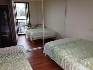 A bed or beds in a room at Princes Highway Rooms