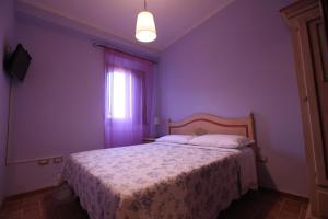 A bed or beds in a room at B&B Da Peppe Al Borgo