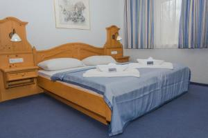 A bed or beds in a room at Aquamarina Hotel