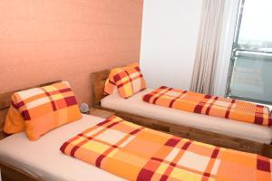 Ein Bett oder Betten in einem Zimmer der Unterkunft Towerhotel