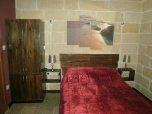 A bed or beds in a room at Studios 23