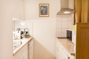 A kitchen or kitchenette at Authentic Grand Boulevard