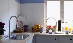 A kitchen or kitchenette at La Madriguera Hostel