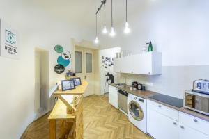 A kitchen or kitchenette at Art Photography Hostel Budapest