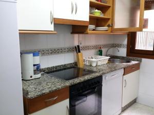 Una cocina o zona de cocina en Selgas Villa Cudillero con o sin jardín