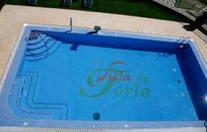 The swimming pool at or near Hotel Villa de Torla