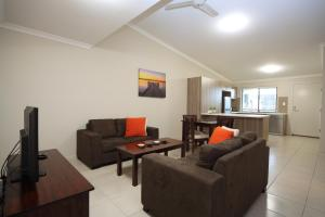 A seating area at Direct Hotels - Villas on Rivergum