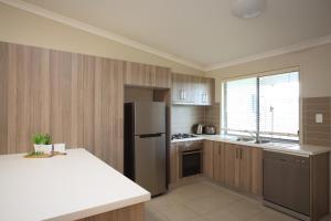 A kitchen or kitchenette at Direct Hotels - Villas on Rivergum