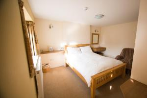 A bed or beds in a room at Star Cottages