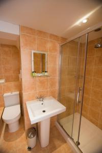 A bathroom at Star Cottages