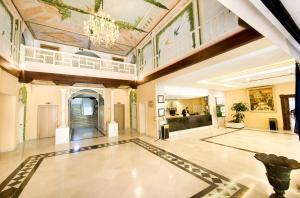 De lobby of receptie bij Aparthotel Monarque Sultán