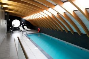 A piscina localizada em Presidente Suites Santiago ou nos arredores