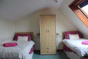 A bed or beds in a room at Shiant View