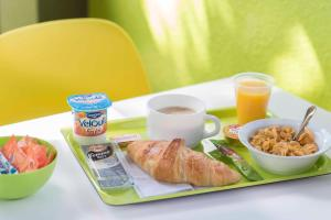 Breakfast options available to guests at Ibis Budget Béziers Est La Giniesse