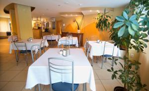 Jūrnieks Hotelにあるレストランまたは飲食店