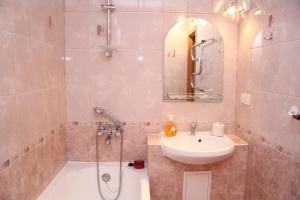 Ванная комната в PiterFlat - Апартаменты на Лиговском 105