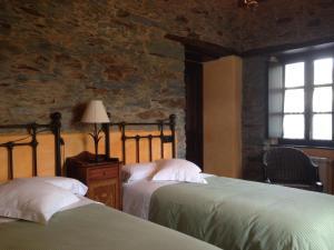 A bed or beds in a room at Casa De Aldea El Conceyu
