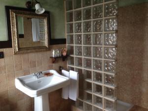 A bathroom at Casa De Aldea El Conceyu