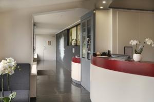 The lobby or reception area at Auberge Bressane de Buellas