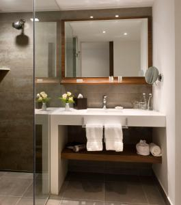 A bathroom at Courtyard by Marriott Lima Miraflores