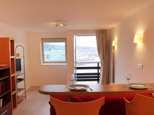 A kitchen or kitchenette at Apartment Les Marinas-6